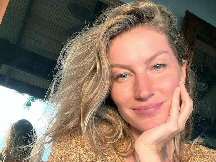 Gisele Bündchen skincare routine - face wash method