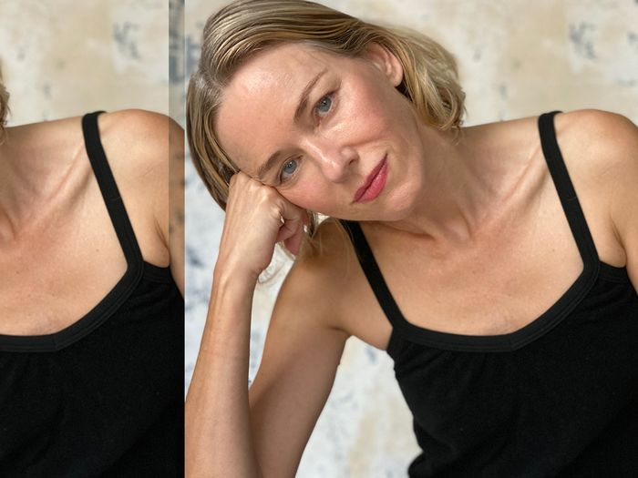 """Naomi Watts Gets Candid on Nontoxic Beauty and """"Riding the Wave"""" of Aging"""