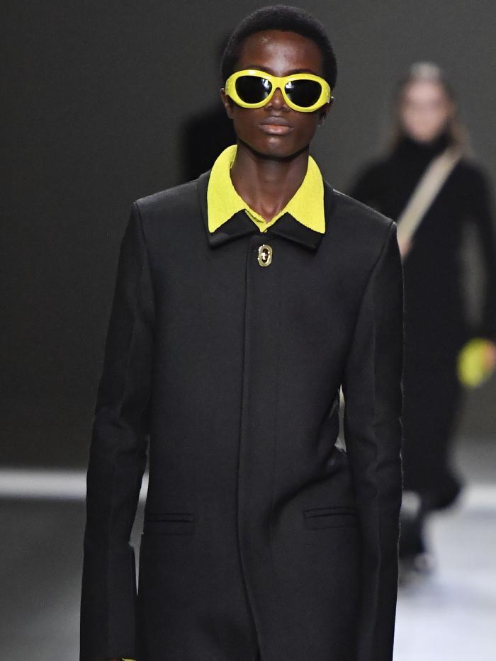 70s collar trend: bottega veneta runway