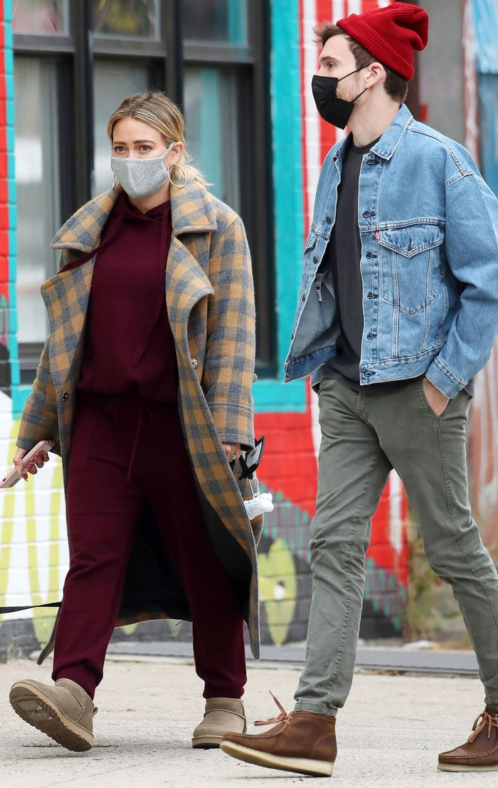 Hilary Duff wears Ugg Ultra Mini Boots - pregnancy outfit