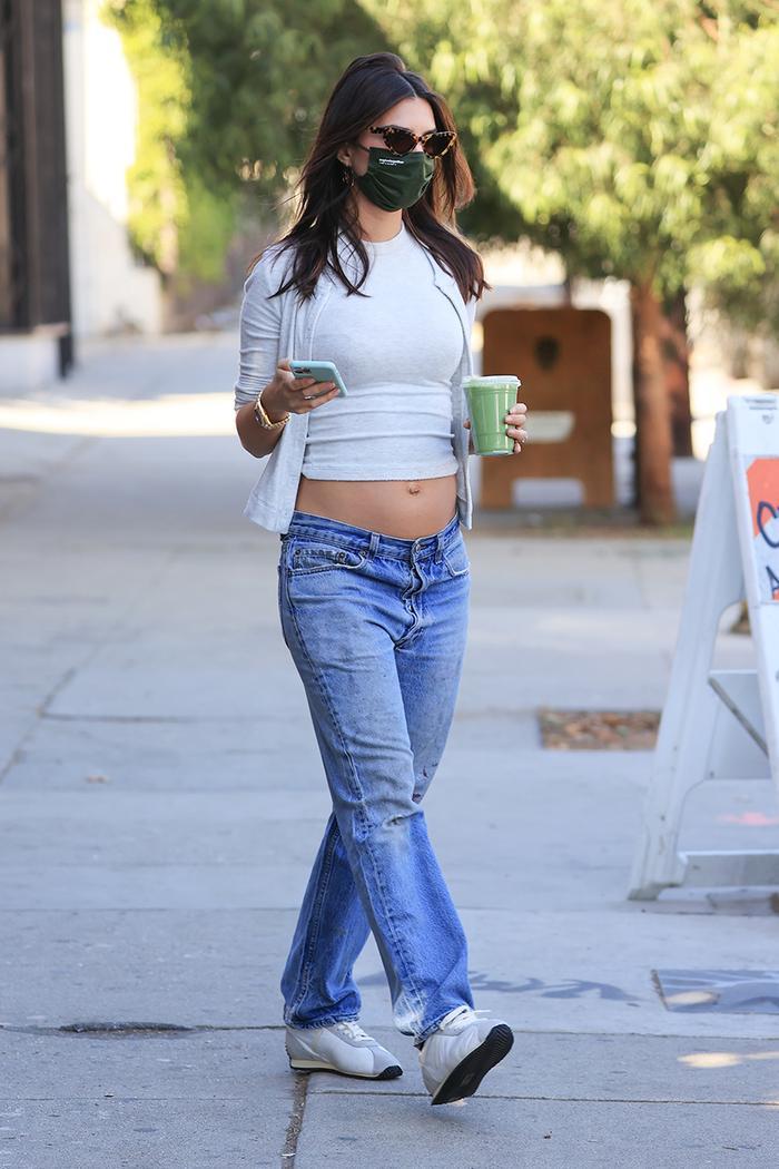 Emily Ratajkowski low-rise jeans maternity outfit