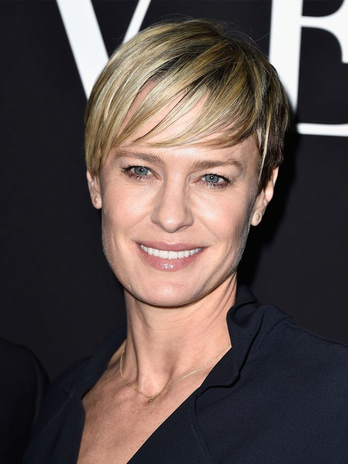 Haircuts for Women in Their 50s: Robin Wright