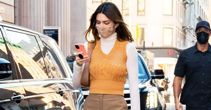 """Kendall Jenner Wore the """"Frumpy"""" Basic Trend Everyone Suddenly Wants"""