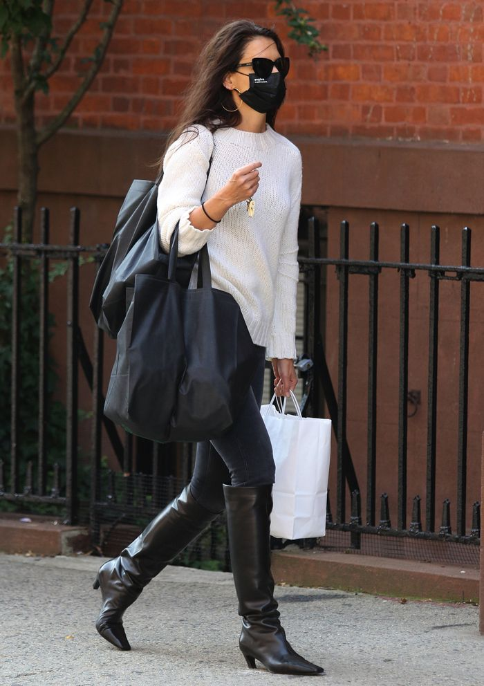 Katie Holmes Outfits 2020: Katie wears leather knee high boots