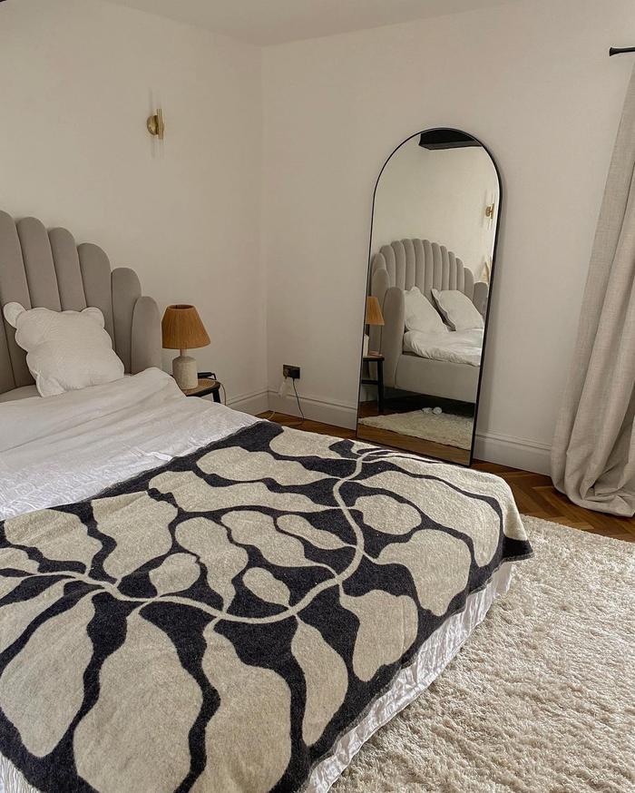 Arket Blanket: @sineadcrowe styles her Arket blanket on her bed