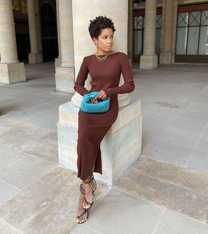 Colour combinations 2021: @slipintostyle wears brown and azure