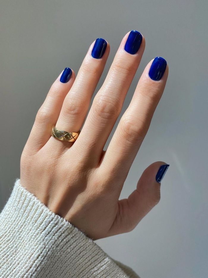 7 January Nail Colors to Wear Right Now: Deep Blue