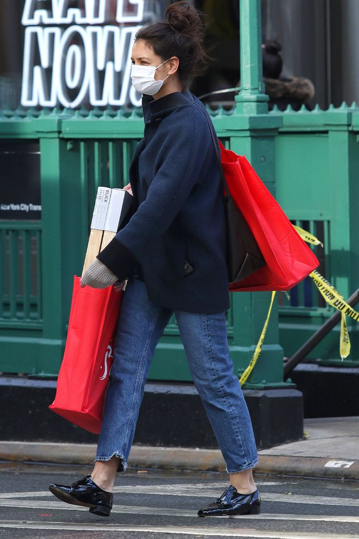 Katie Holmes Jeans Outfits: Indigo Jeans + Navy Coat