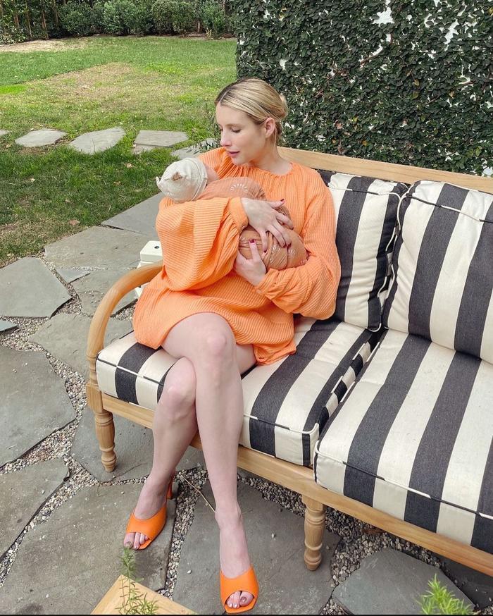 emma roberts maternity outfits