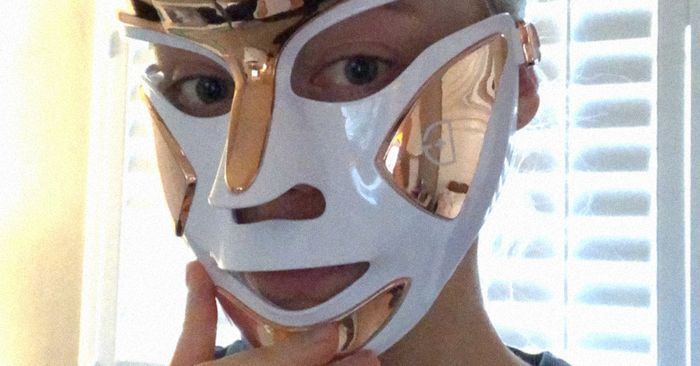 True Story: I Cleared My Skin in Three Days Thanks to This LED Face Mask