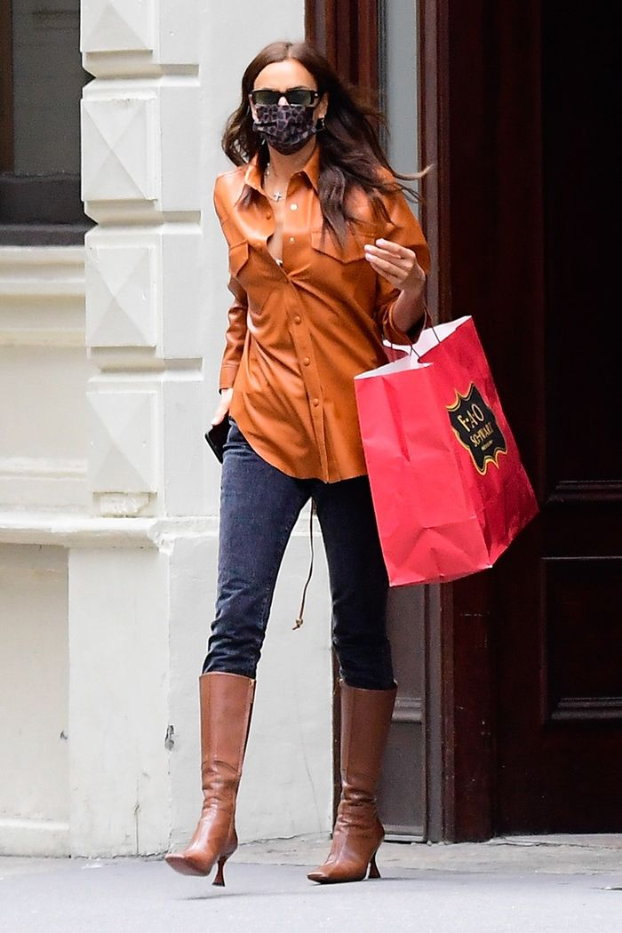 Irina Shayk skinny jeans