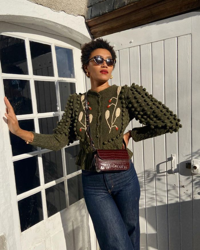 Cardigan Trends 2021: @lenafarl wears an embroidered cardigan