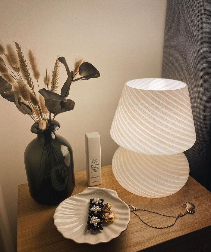 Urban Outfitters Homeware: @bubblyaquarius showcases her Urban Outfitters table lamp