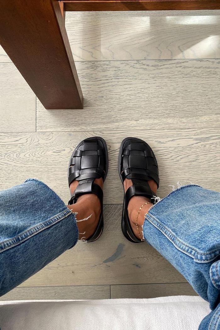 sandals trends 2021: fisherman sandals