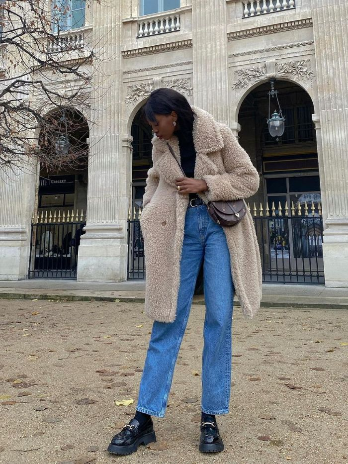 how to wear mom jeans: chunky loafers and mom jeans