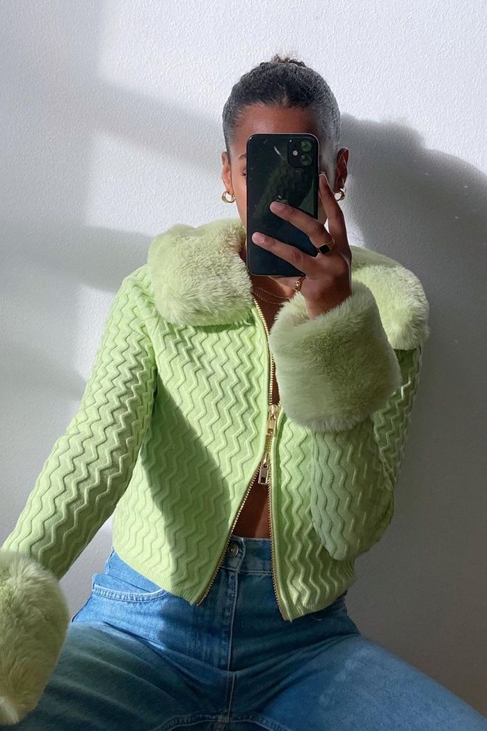 spring outfits 2021: green cardigan with jeans
