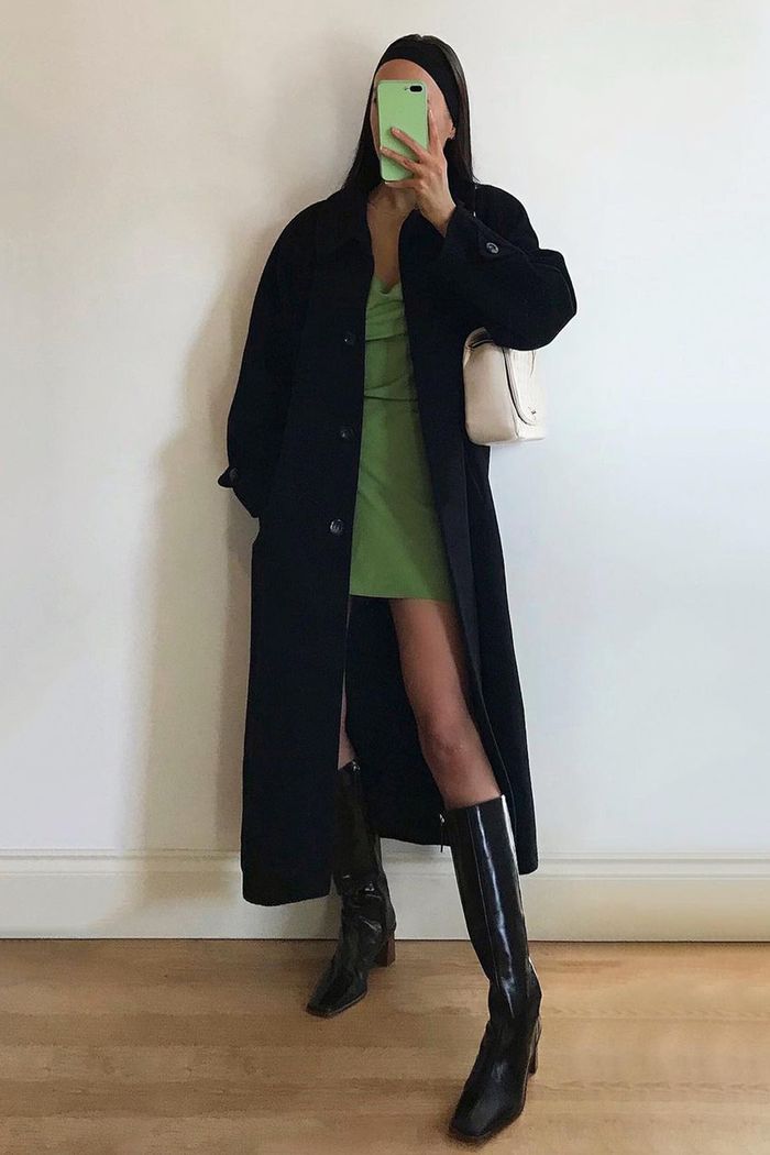 spring outfits 2021: green mini dress with a trench and boots