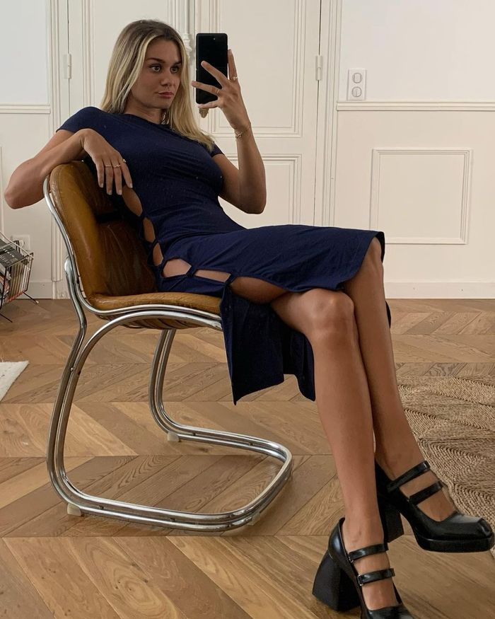 No Knickers Fashion Trend: @annelauremais wears a navy cut out side dress