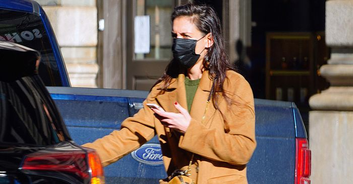 Katie Holmes' Denim Style of Choice Is Another Blow to Skinny Jeans