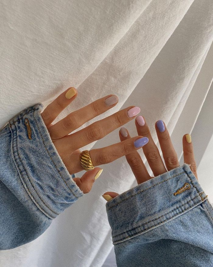 Spring Nail Colours: @LAURENCROWE88 with mis-matched pastel painted nails