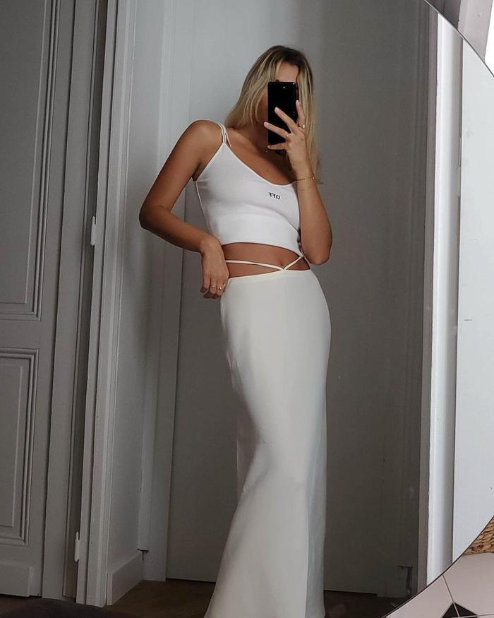 Skirt Trends 2021: @annelauremais wears a cutout waist skirt