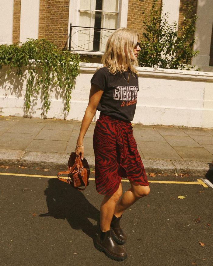 Skirt Trends 2021: @lucywilliams02 wears a wrap-around skirt
