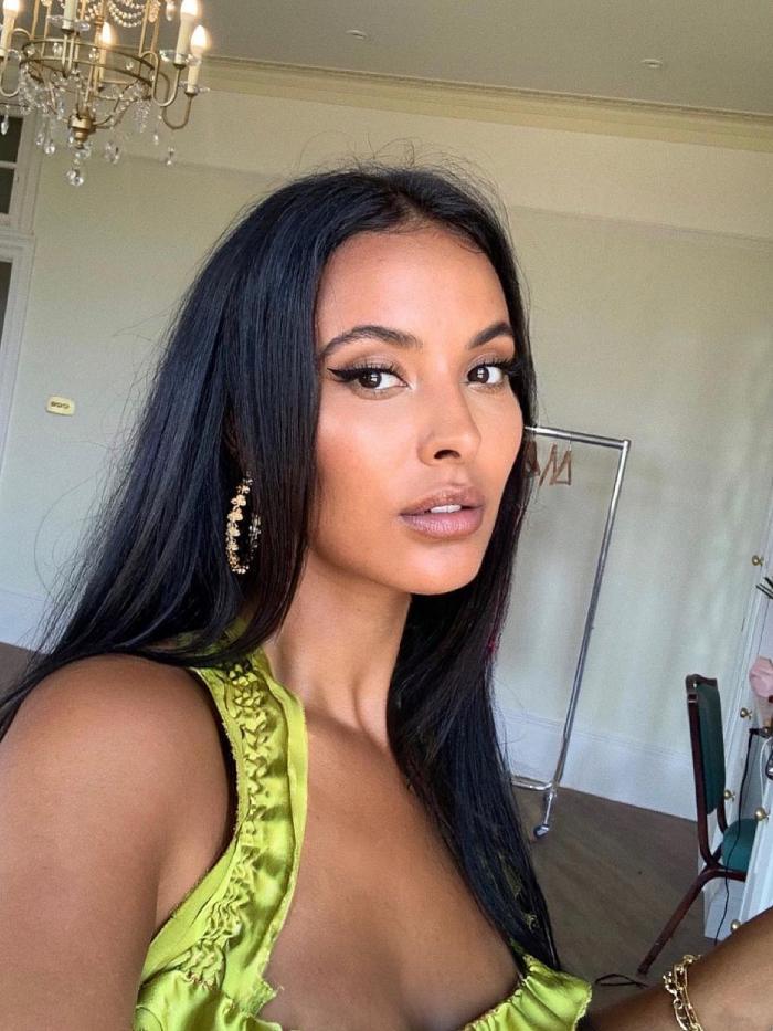 maja jama makeup bag: selfie of maya jama