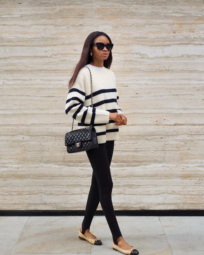 breton top outfit ideas: striped jumper with leggings
