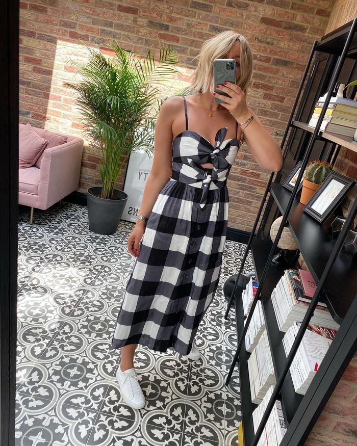 Best Checked Dresses 2021: @emmarosestyle wears a black and white checked dress