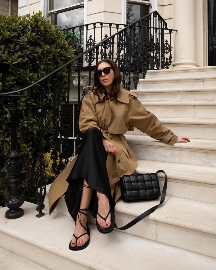 British Fashion Essentials: @_jessicaskye wears a trench coat
