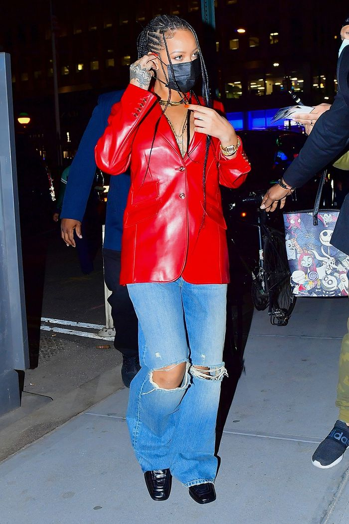 Rihanna baggy jeans outfit