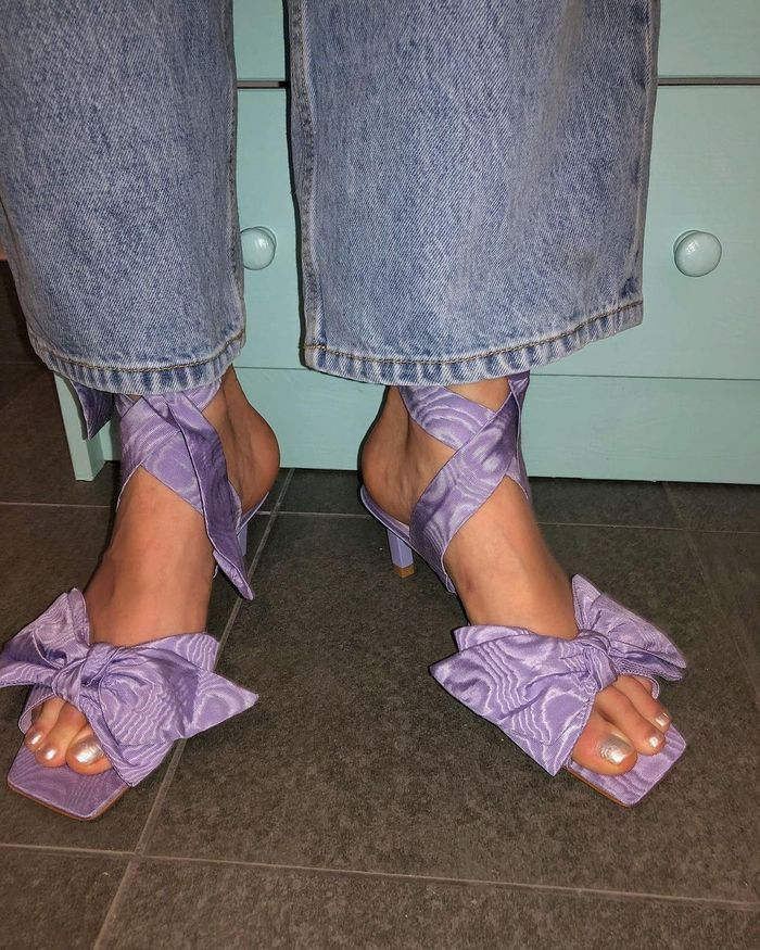 romantic fashion trends: purple bow shoes