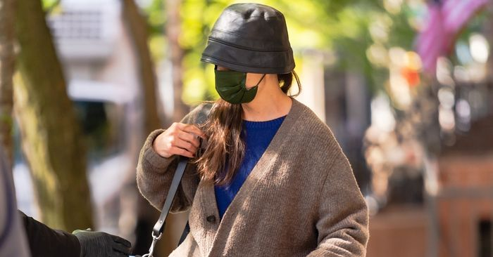 Katie Holmes' Airport Outfit Includes All the Best Travel Basics