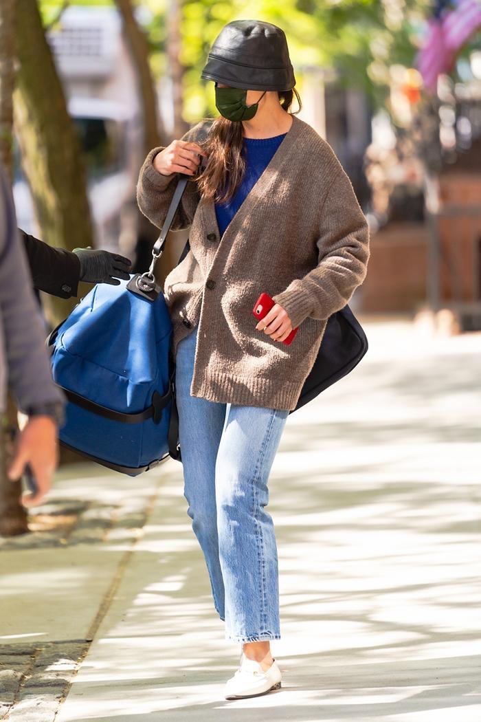 Katie Holmes travel style