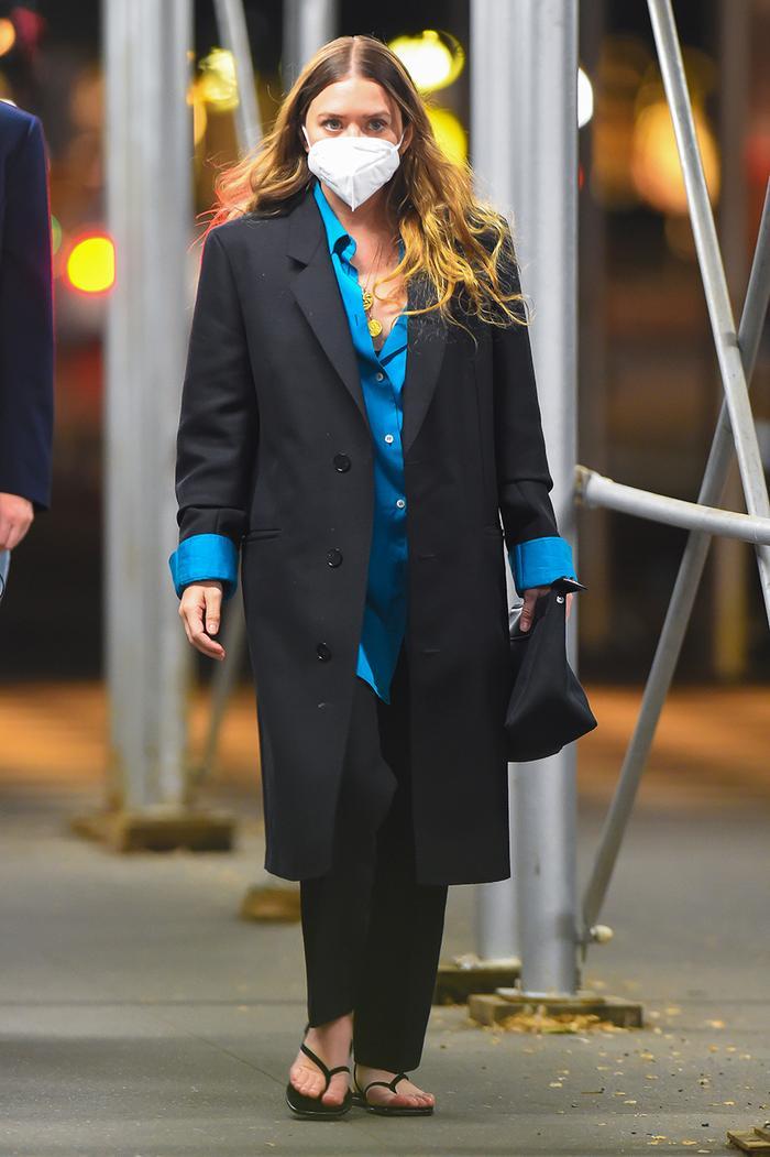 Ashley Olsen flip-flops
