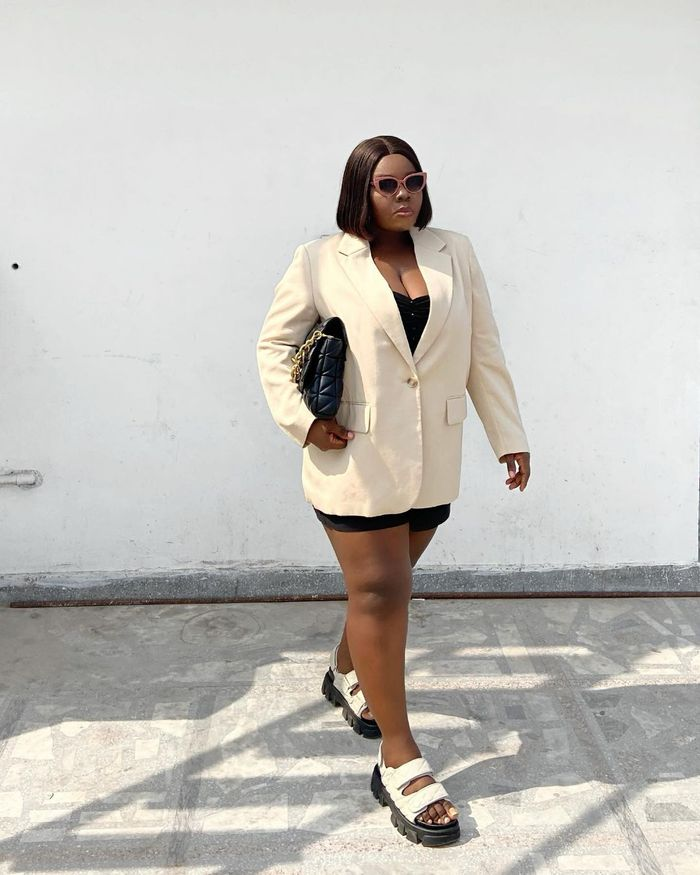 How to wear flat sandals with a blazer