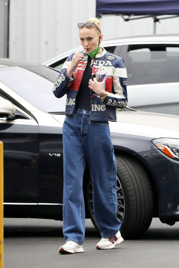 Sophie Turner wore baggy '90s jeans with sneakers and a moto jacket