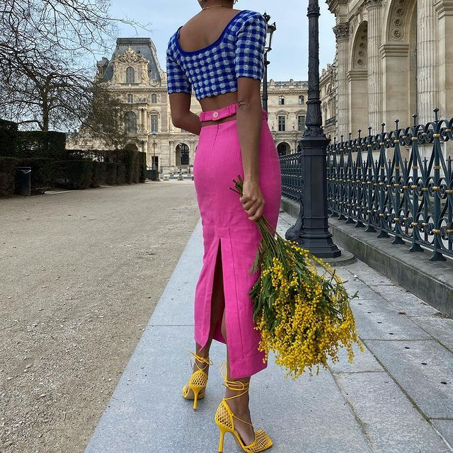 Summer Skirt Trends: @slipintostyle wears a skirt with a floating waistline