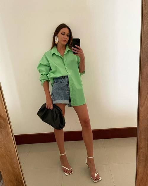 Cute Outfit Ideas: @carmelharrison wears a green linen shirt and denim shorts