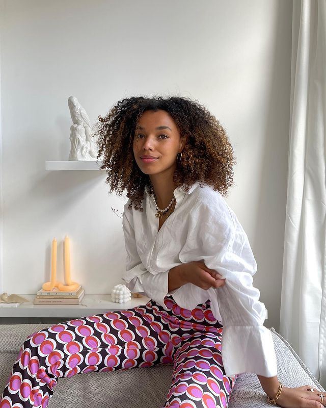 Cute Outfit Ideas: @fiahamelijnck wears printed trousers with a white shirt