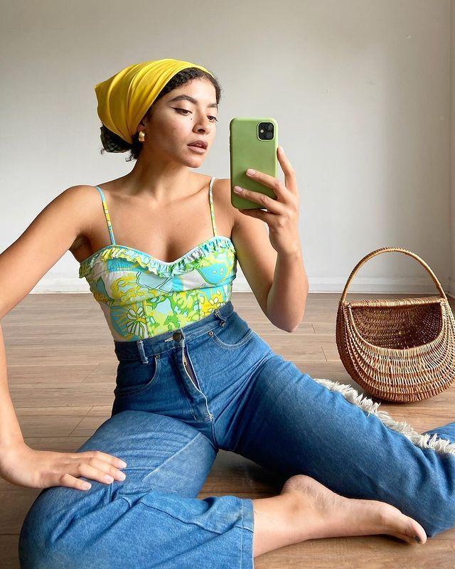 Cute Outfit Ideas: @selenasshop_ wears high-waist jeans with a retro print bodysuit