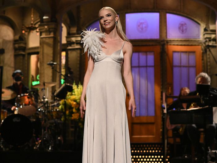 Anya Taylor-Joy's SNL Beauty Looks Were Epic—Here's How to Re-Create Them