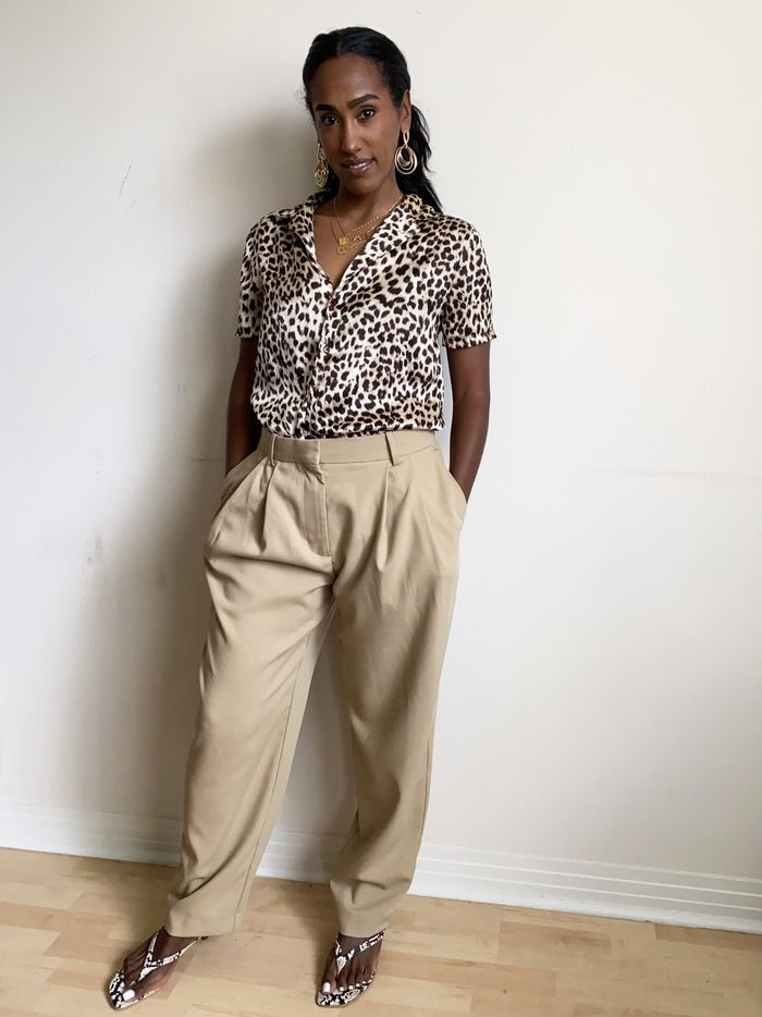 2021 loose clothing trend: relaxed-fit trousers