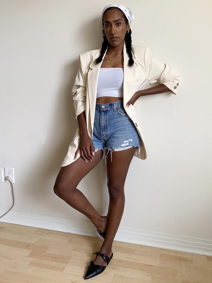 2021 loose clothing trend: oversized blazer