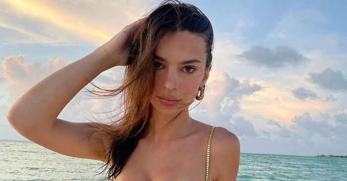 EmRata's Jaw-Dropping Mermaid Bikini Is Already Going Viral