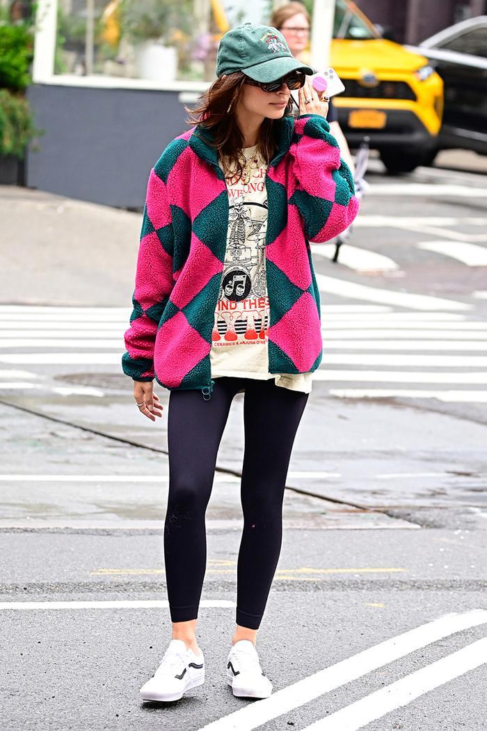 Emily Ratajkowski leggings