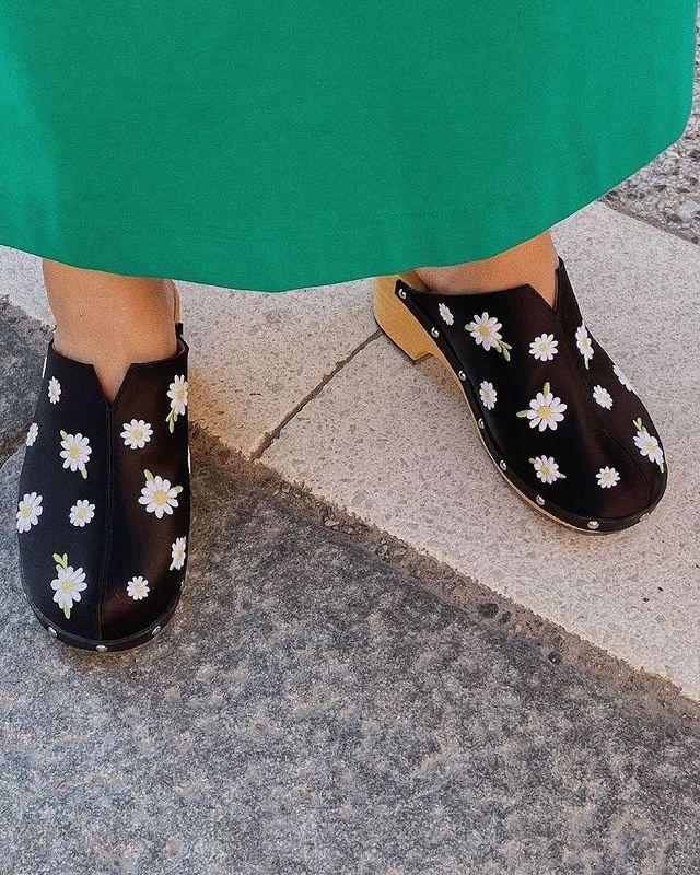 Summer Shoe Trends 2021: @fannyekstrand wears clogs
