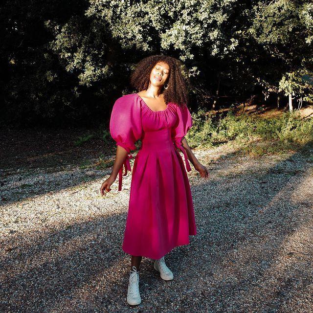 Best Puff-Sleeve Dresses: @thandimaq wears a pink puff sleeve dress