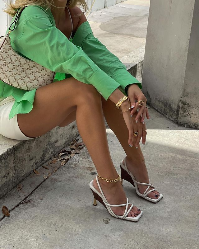 Best Sandals for Women: @cassdimicco wears a pair of white slingback heeled sandals