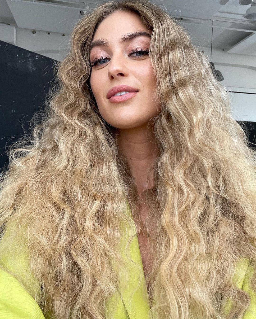 The 4 Best Summer Hairstyles, According to Hailey Bieber's Hairstylist